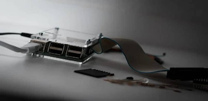 USB port internal elements