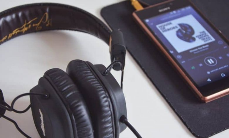 Listen to mobile music