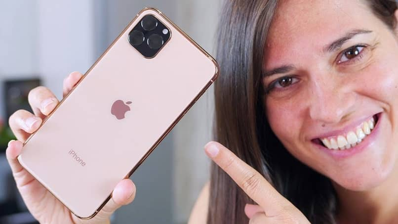 a user pointing to the iphone where youtube is played