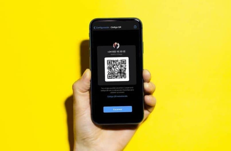 scan qr code hand person