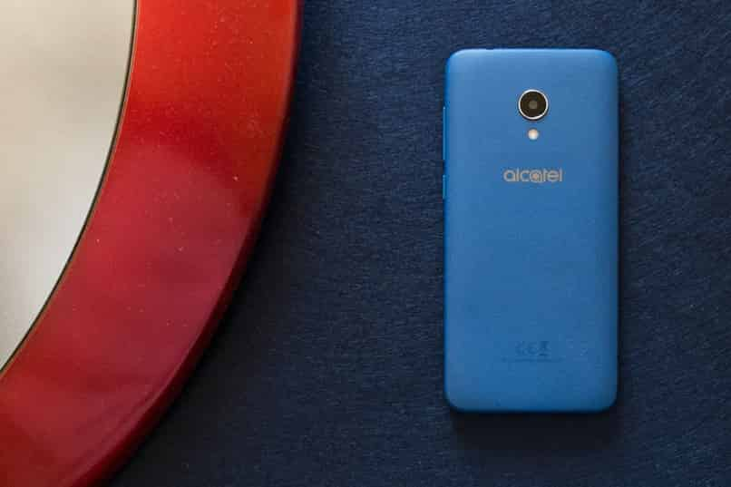 alcatel cell phone is frozen in the logo