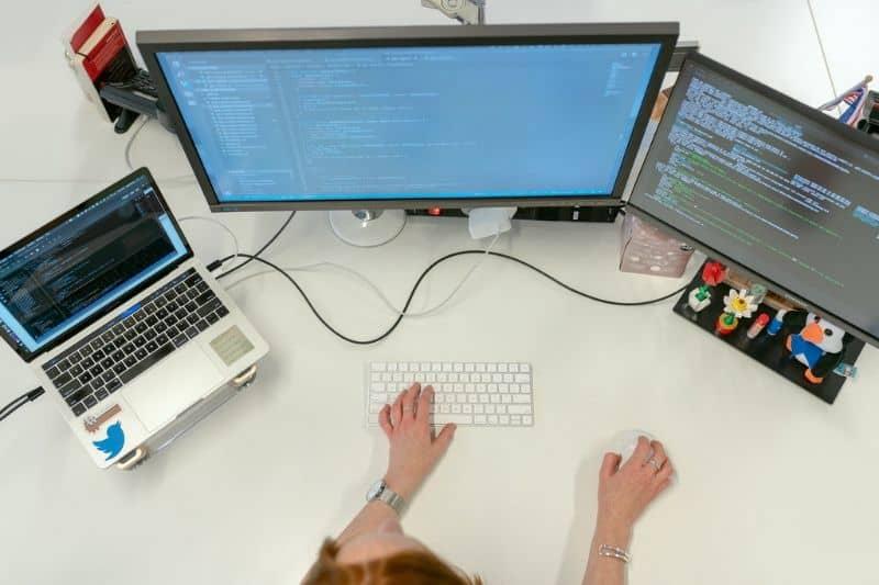 Office multiple screens